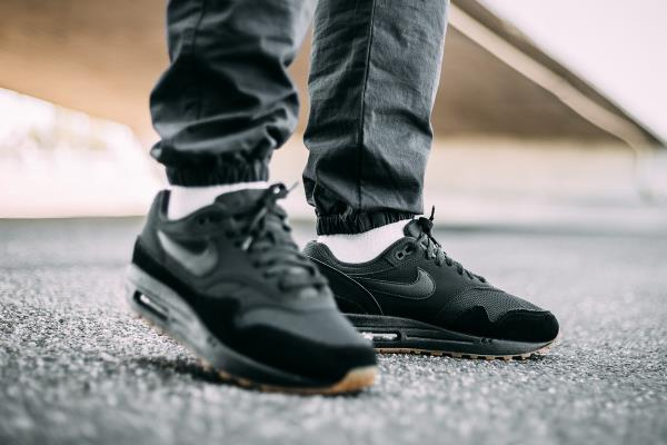 Details about Nike Air Max 1 Sneakers Black Gum Size 8 9 10 11 12 Mens scarpa New Huarache