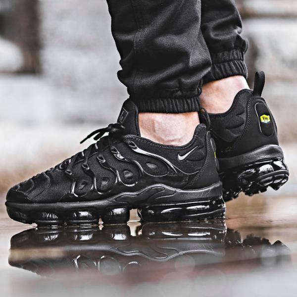 nike air max plus black