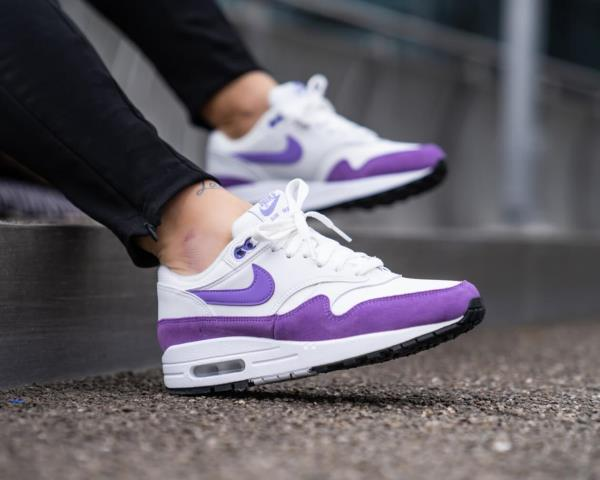 https://i.frog.ink/lstJTm43/nike-womens-air-max-1-summit-white-atomic-purple-5-1600_600.jpg