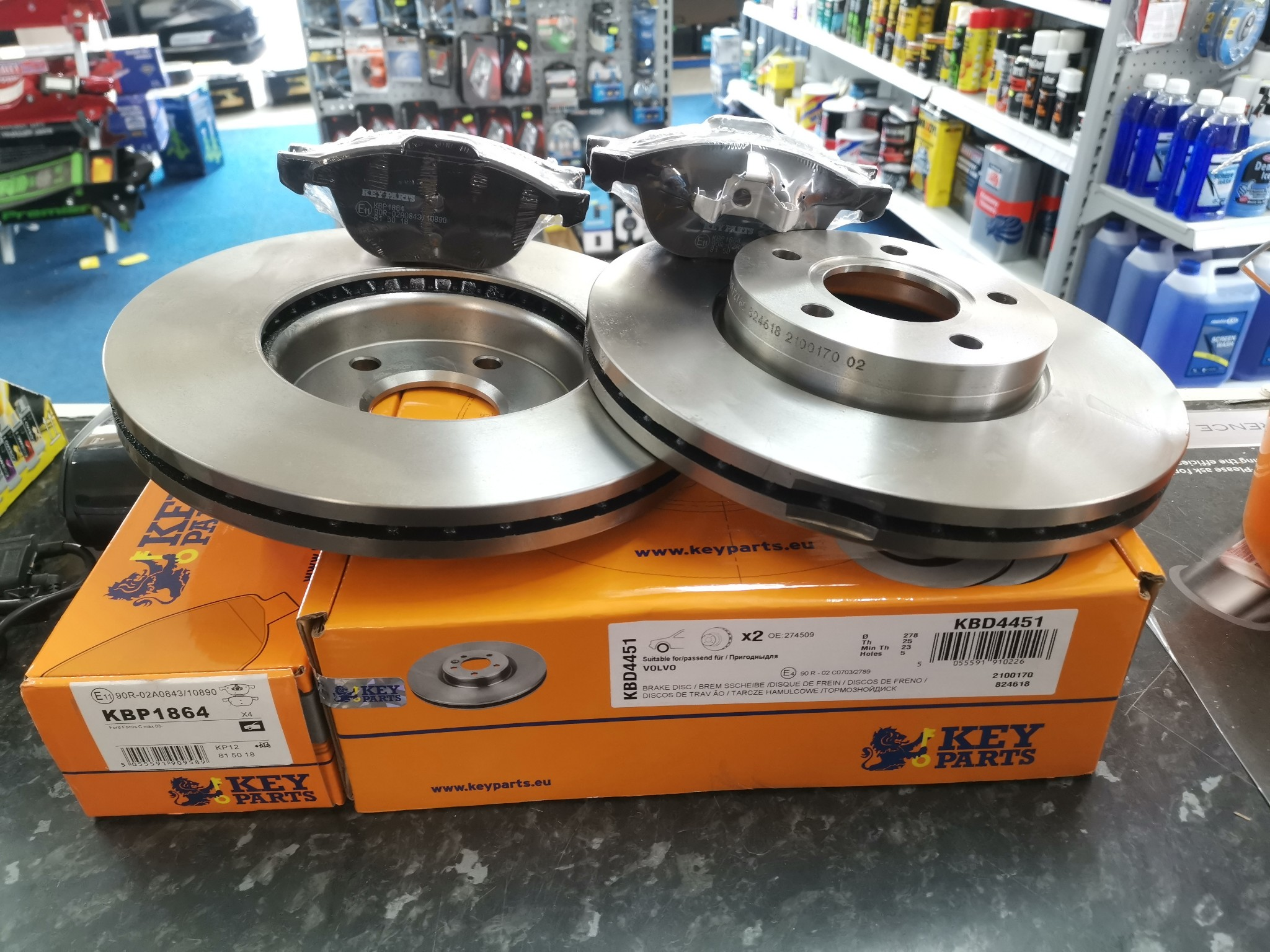 278mm Vented Ford Focus 05- C-Max Front Vented Brake Discs And Pads Fits